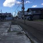 見附市本町の土地の写真(前面道路)