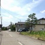 長岡市上除町西の土地の写真(前面道路)