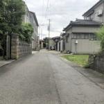 新発田市西園町1丁目の土地の前面道路写真