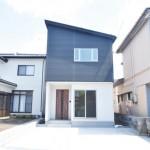 新発田市豊町の新築戸建の現地外観写真