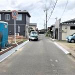 新発田市御幸町の新築住宅の前面道路写真