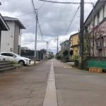 三条市東新保の前面道路