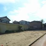 燕市灰方の土地の写真(前面道路)