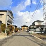 新潟市江南区五月町の【新築住宅《全2棟》】の前面道路写真