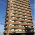 新潟市東区下木戸のマンションの外観写真