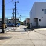 新潟市西区坂井の新築住宅の前面道路写真