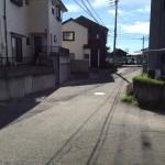 新潟市西区五十嵐二の町の中古アパートの前面道路